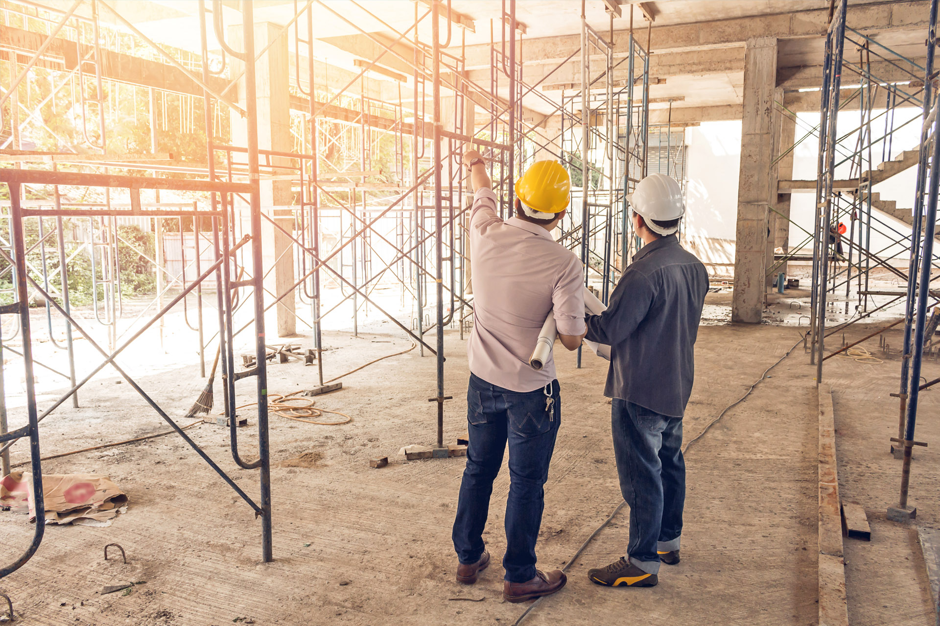 Planungsbesprechung auf Baustelle